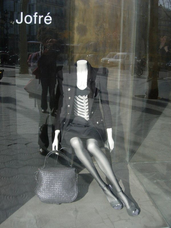 Skeletal Fashion On Diagonál