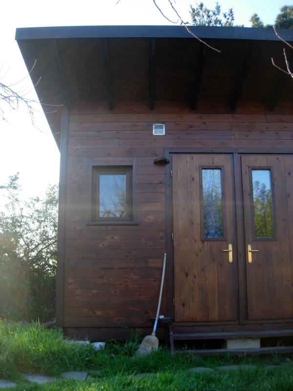 A cabin at Dhamma Neru Meditation Center