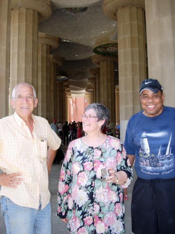 Mis padres y Don Eugenio en Park Güell