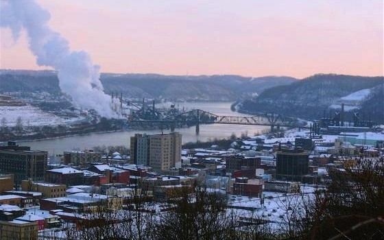 4345191-Steubenville_OH_and_the_steel_factory_upriver_Steubenville-560x350